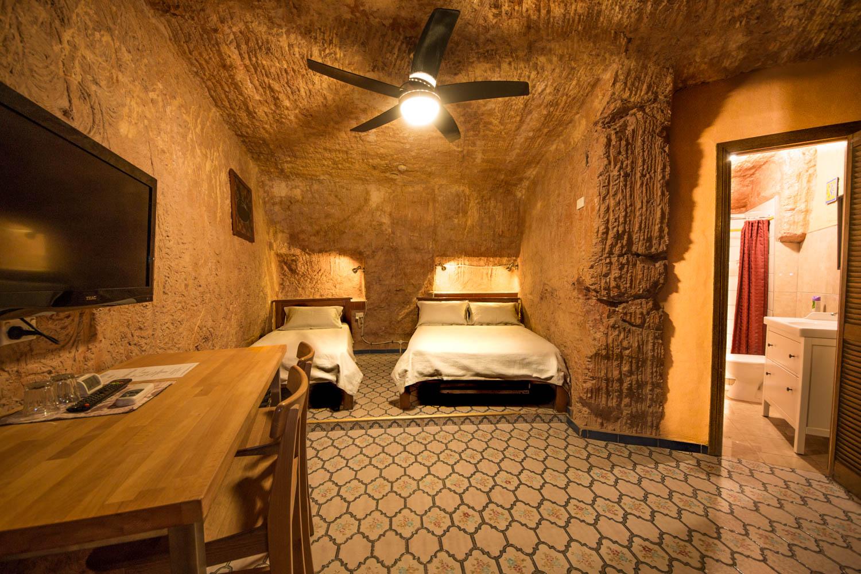 Motel En Suite Bathrooms: Coober Pedy Accommodation